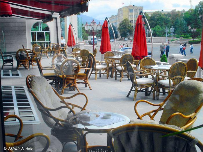 1_patio_f1.jpg